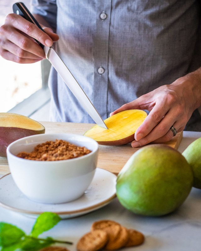 the easiest way to peel and dice mangos