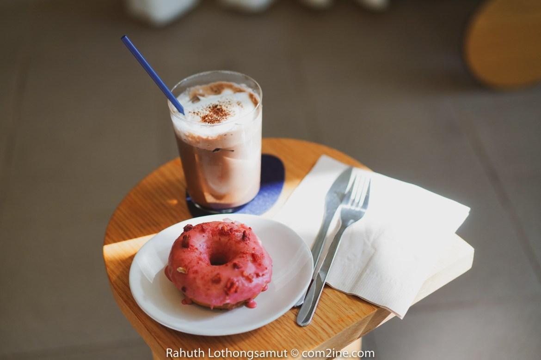 โดนัทและเครื่องดื่ม Drop by Dough