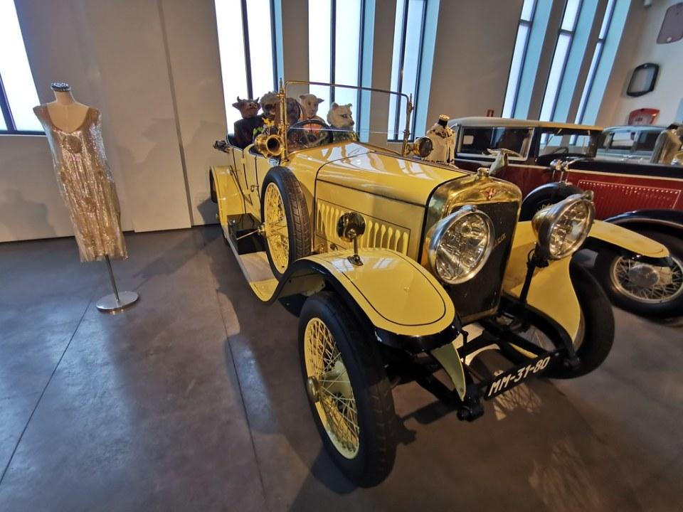 Museo Automovilístico y de la Moda de Málaga coche antiguo fabricado en el año 1923 Hispano Suiza en España Tipo 30 Torpedo Barcelona Tourer