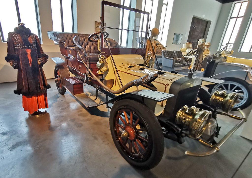 Museo Automovilístico y de la Moda Málaga coche antiguo del año 1906 Jackson fabricado en Usa Modelo G La Viuda Negra
