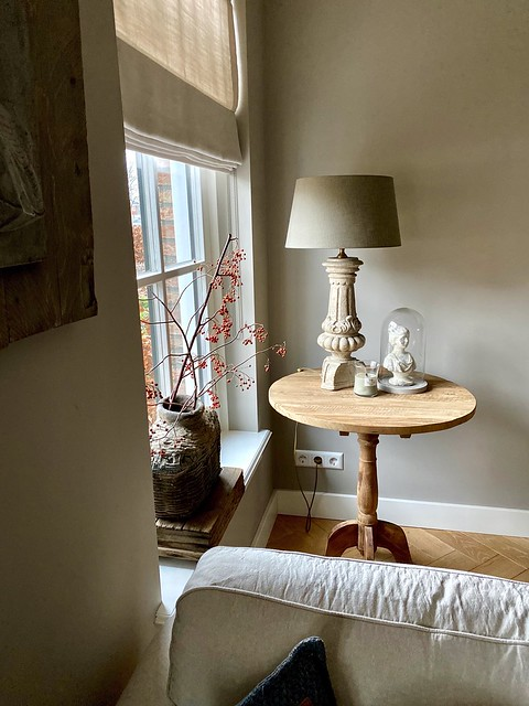 Wijntafel leemkruik stolp balusterlamp