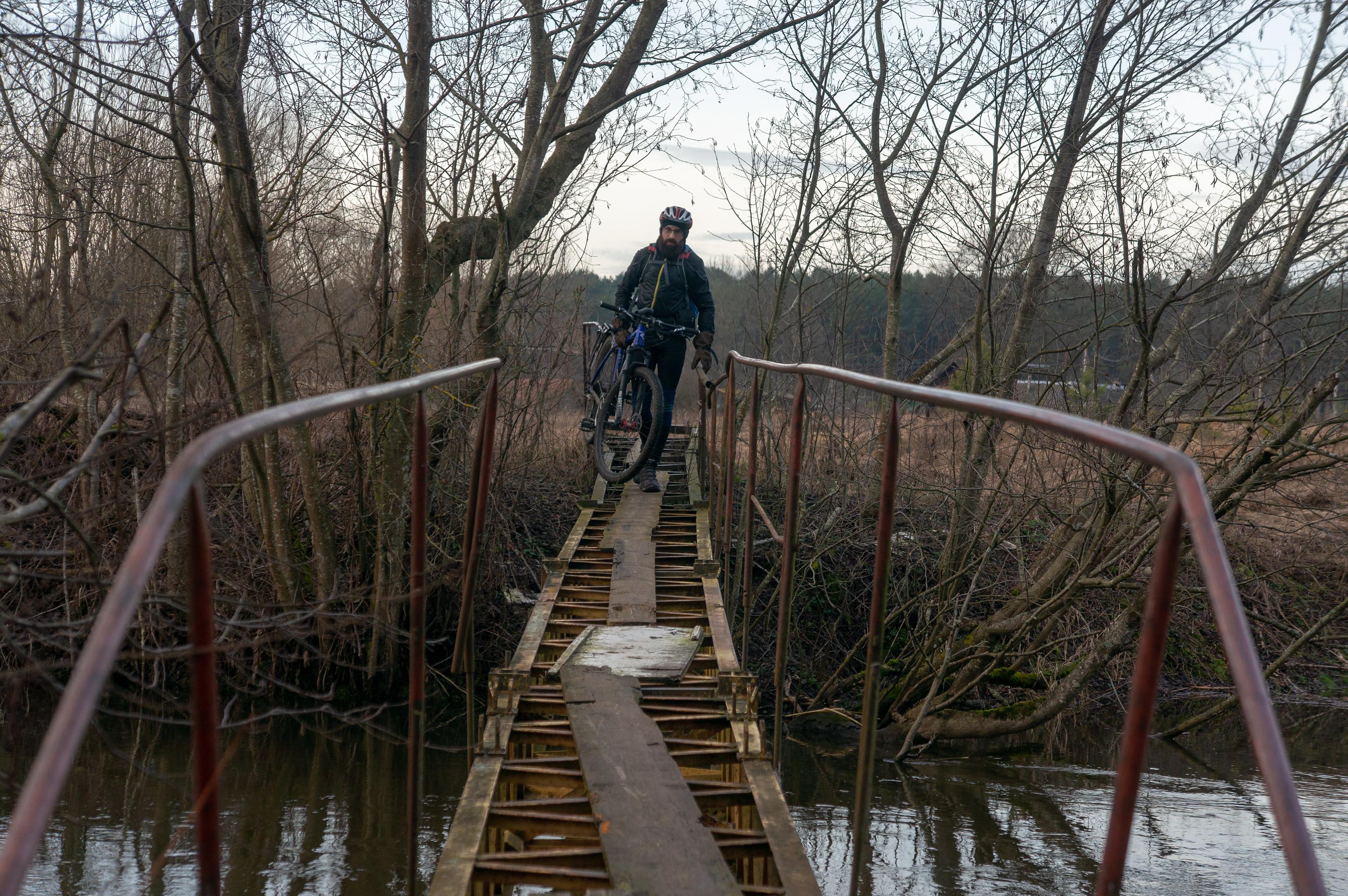 Пешеходный мост через реку Рыбчанка