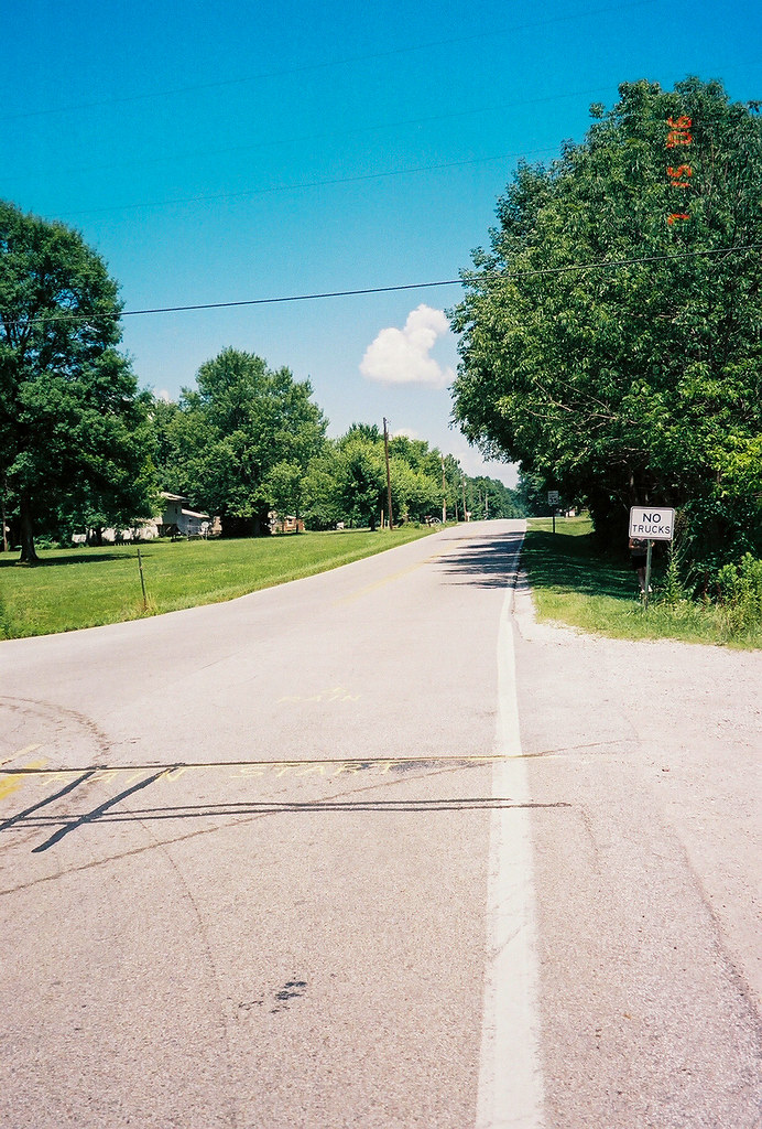 Illinois line on US 40