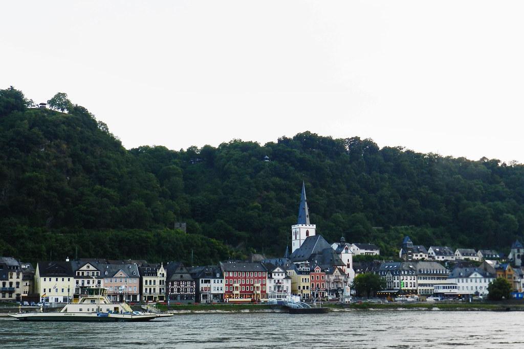vista desde el rio Rin de la ciudad St. Goarshausen Valle del Rin Alemania 08