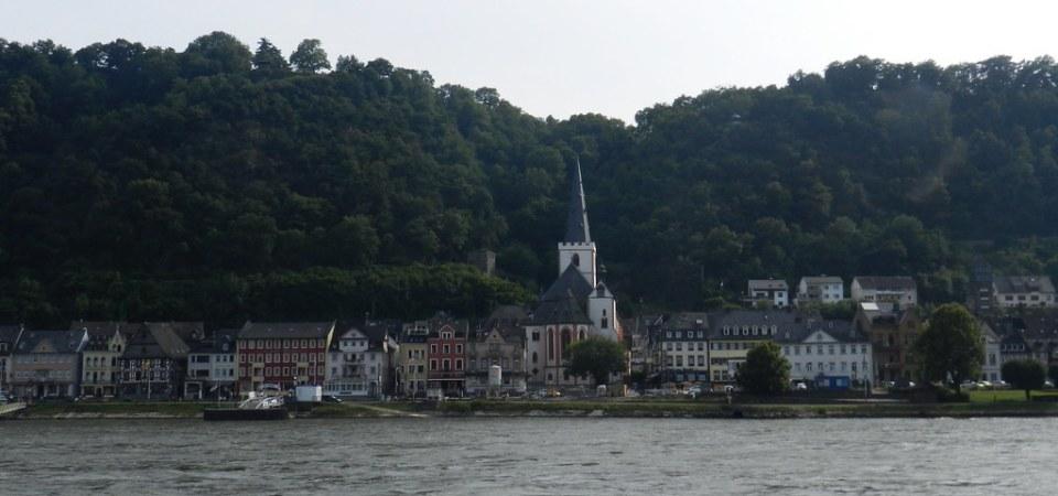 vista desde el rio Rin la ciudad de St. Goar Valle del Rin Alemania 05