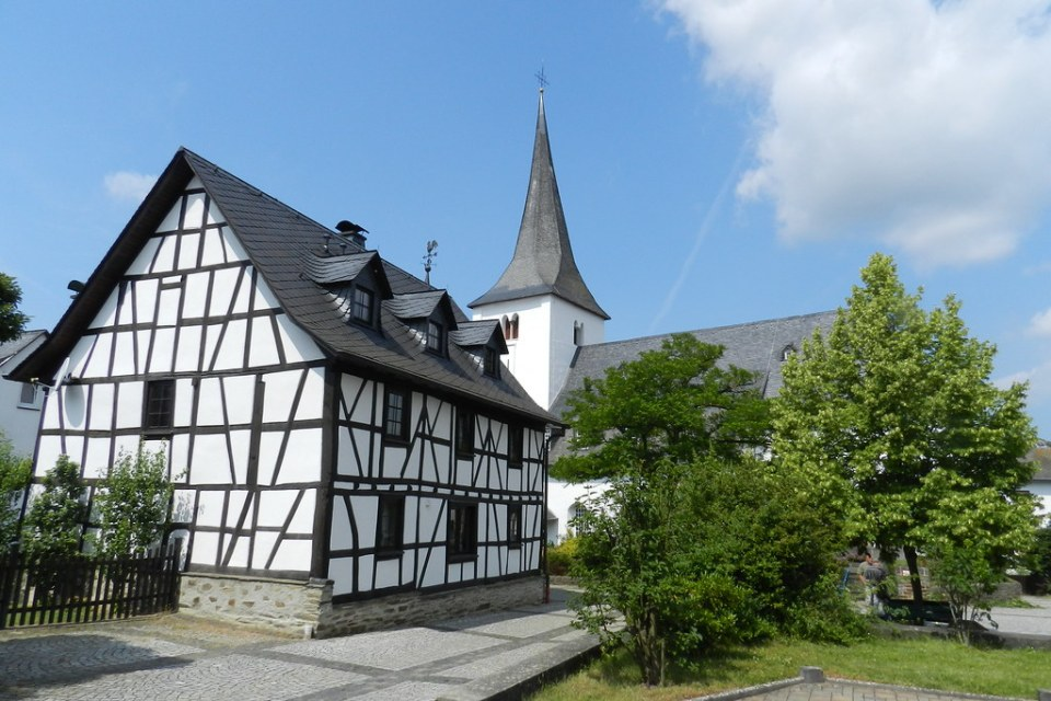 iglesia evangelista de Bornich Valle del Rin Alemania 03
