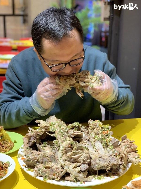 49413257871 6efbd1df9d b - 熱血採訪|泰辛火山排骨,台中也能吃到曼谷夜市爆紅美食,巨無霸浮誇排骨山,大口吃肉超過癮