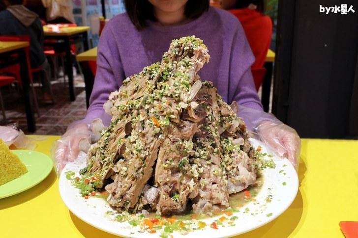 49413457762 19254fe3f9 b - 熱血採訪|泰辛火山排骨,台中也能吃到曼谷夜市爆紅美食,巨無霸浮誇排骨山,大口吃肉超過癮