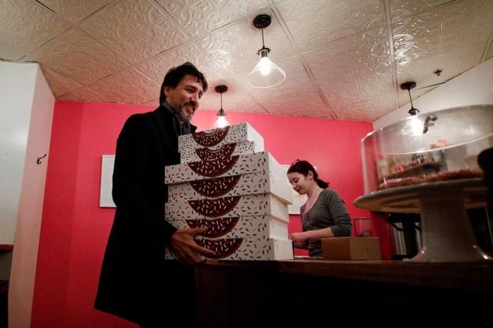 PHOTO: Justin Trudeau Buying Local Doughnuts in Winnipeg