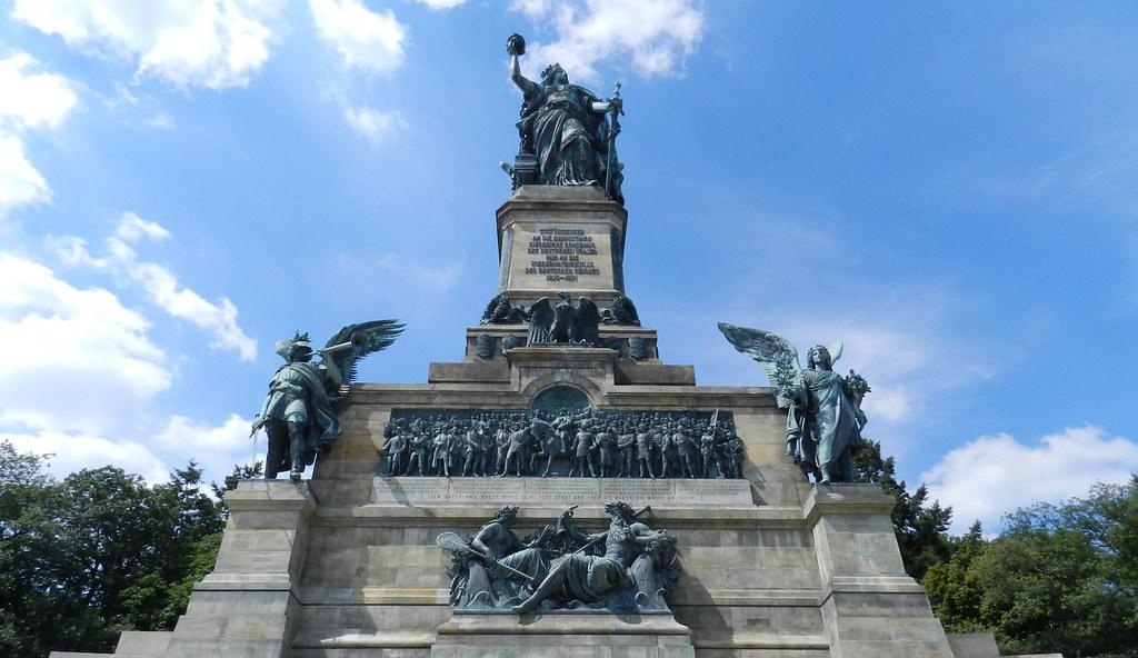 monumento Niederwald Niederwalddenkmal Rudesheim Valle del Rin Alemania 03