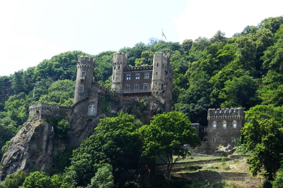 Castillo de Rheinstein Burg Trechtingshausen Valle del Rin Alemania 01