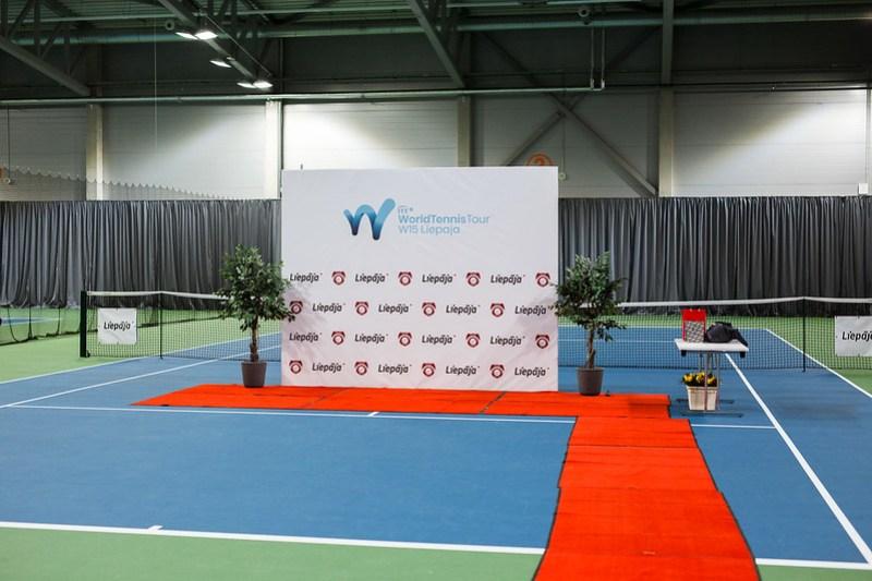 """Starptautiskās ITF pasaules tenisa tūres sacensības sievietēm """"Liepaja Open"""" Dubultspēļu apbalvošana. Foto: Mārtiņš Vējš / Doubles award ceremony of ITF Women's World Tennis Tour """"Liepaja Open"""". Photo: Mārtiņš Vējš"""
