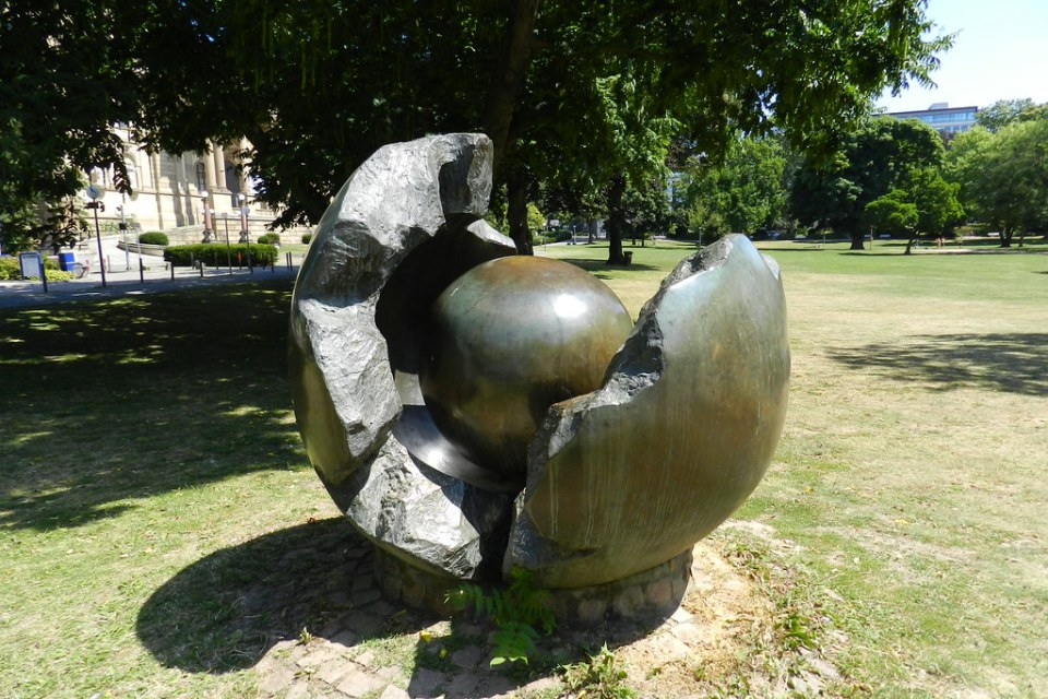 escultura Leben de France Rotar en parque Warmer Damm Wiesbaden Alemania 02