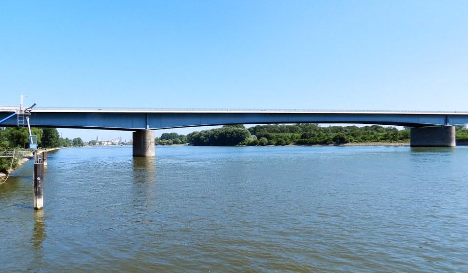 Puente Schiersteiner Wiesbaden Valle del Rin Alemania 01