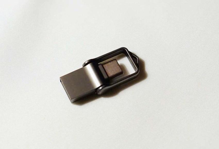 USBメモリ上から