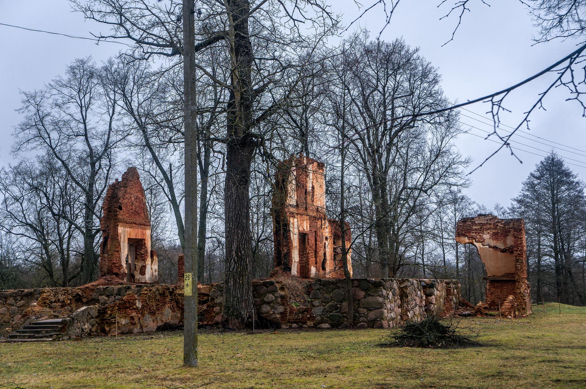 Руины усадебного дома. Ивенец