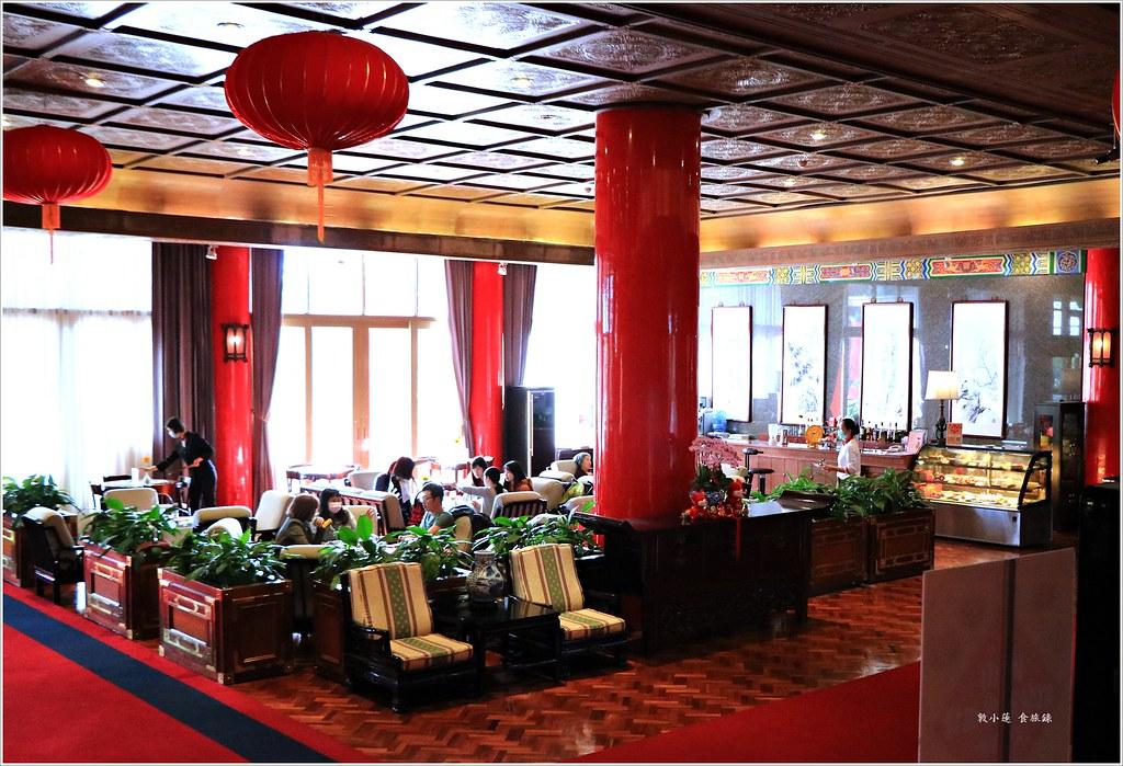 高雄|圓山飯店秘境咖啡廳。2nd Floor Cafe。平價享受五星服務。鳥瞰澄清湖後院美景 - 輕旅行