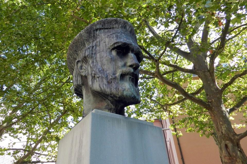 busto escultura monumento Johannes Gutenberg en Liebfrauenplatz Maguncia Mainz Alemania