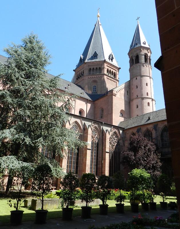 patio Claustro Catedral de Maguncia Mainzer Do Mainz Valle del Rin Alemania 03