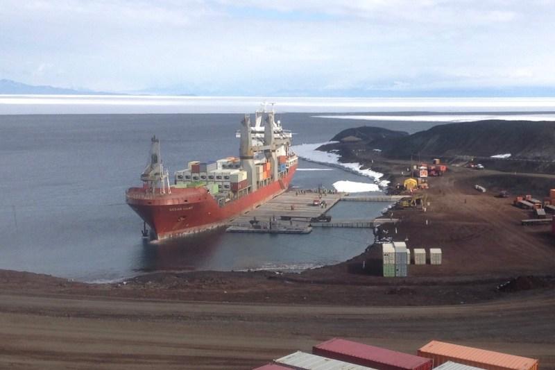 MV Ocean Giant conducts cargo offloads, Jan. 25. (U.S. Navy)