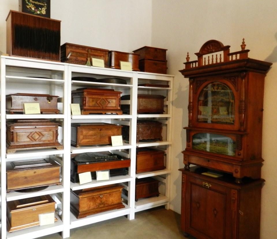 Caja de musica vertical y horizontal de disco museo de Musica Mecanica Siegfried's Mechanical Museum Rudesheim Alemania 00