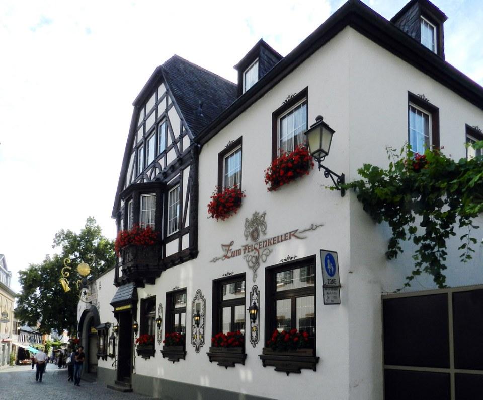 edificio hotel Zum Felcenkeller calle Drosselgasse Rudesheim Valle del Rin Alemania