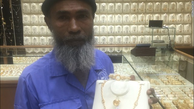 3312 A Street Cleaner who earns SR 700 per month gifted with Gold Sets, Iphone 7, Flight Tickets