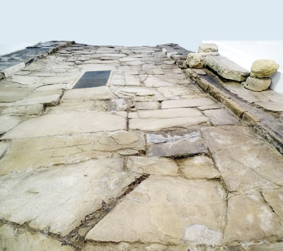 Cardo maximus calzada romana Conjunto Arqueologico Romano Medina Sidonia Cadiz 01