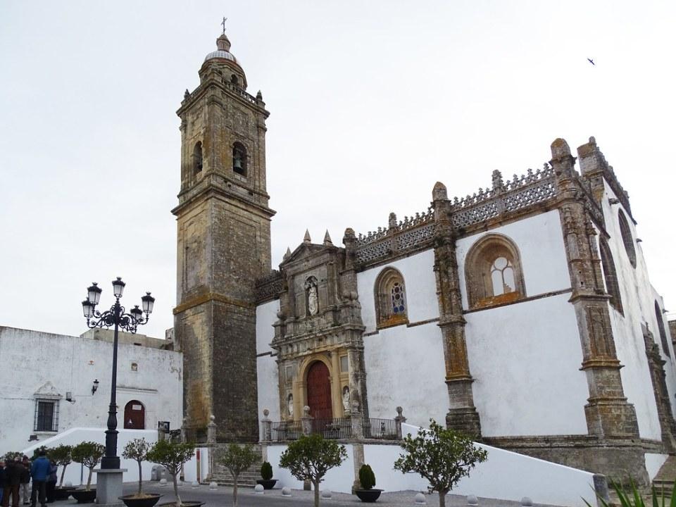 exterior Iglesia Santa Maria la Mayor la Coronada de Medina Sidonia Cadiz 01
