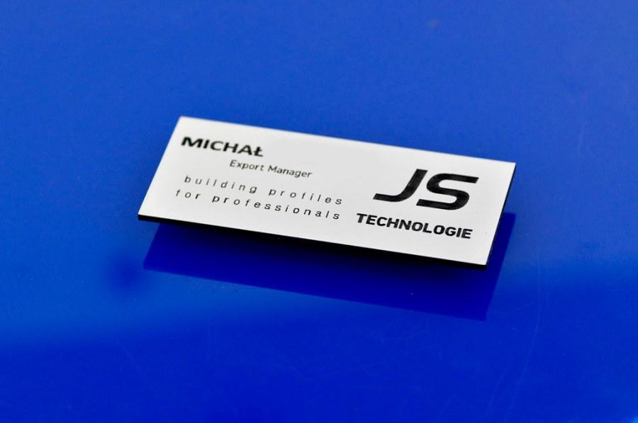 identyfikator imienny dla pracownika, aluminium, zapięcie na magnes