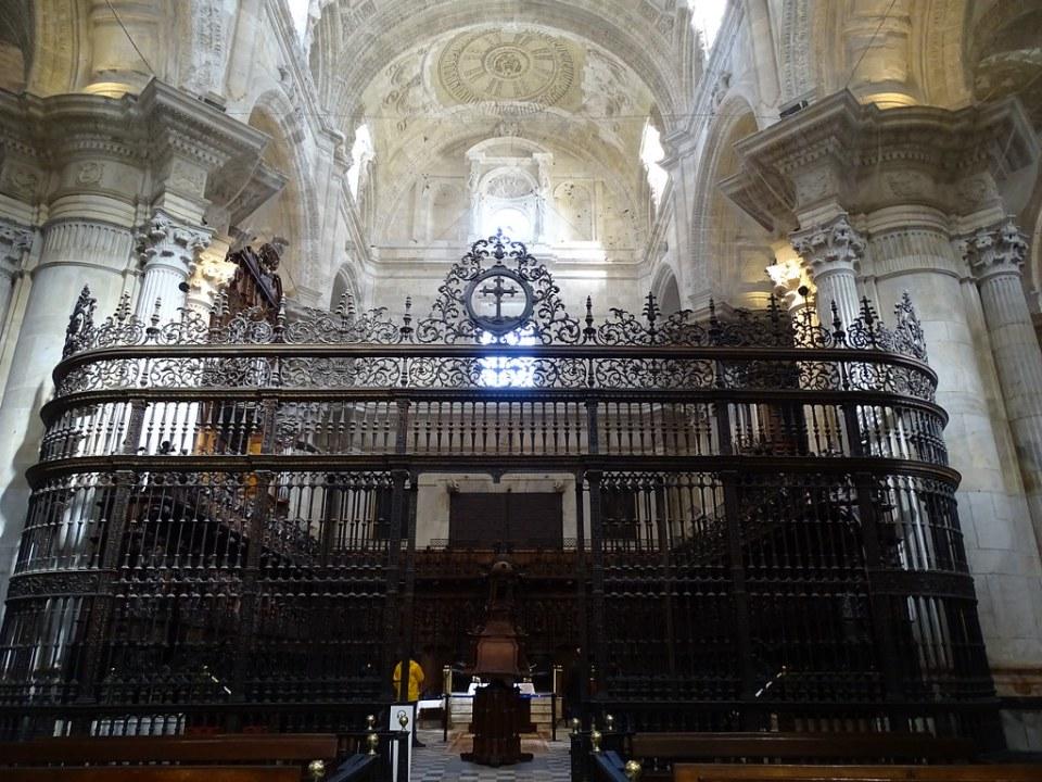 reja del Coro interior Catedral de la Santa Cruz de Cadiz 01