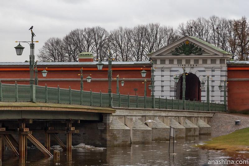 Иоанновский мост и Иоанновские ворота Петропавловской крепости, Санкт-Петербург