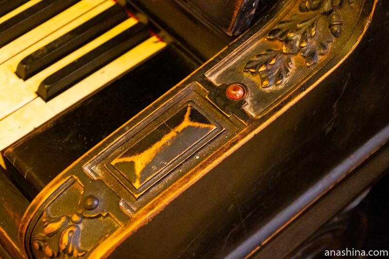 """Концертное пианино F.Muhlbach (Ф.Мюльбах) №3014 начала 1880-х годов, музей-усадьба """"Семья роялей"""" Владимира Виноградова"""