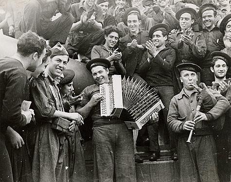 Acorazado_Jaime_I_en_Almería_by_Gerda_Taro,_1937