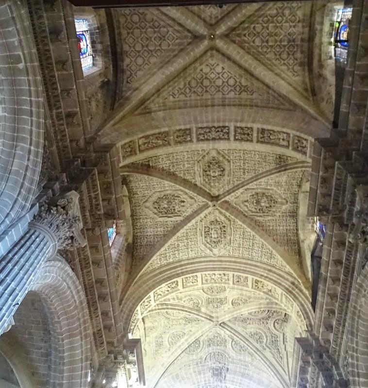 boveda techo y vidriera interior Catedral de Jerez de la Frontera Cadiz 09