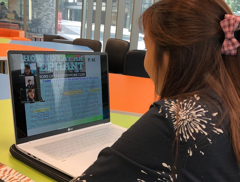 元智大學國際語言中心老師黃郁蘭特別為無法返台上課的學生,開設定期同步直播課程 (1)