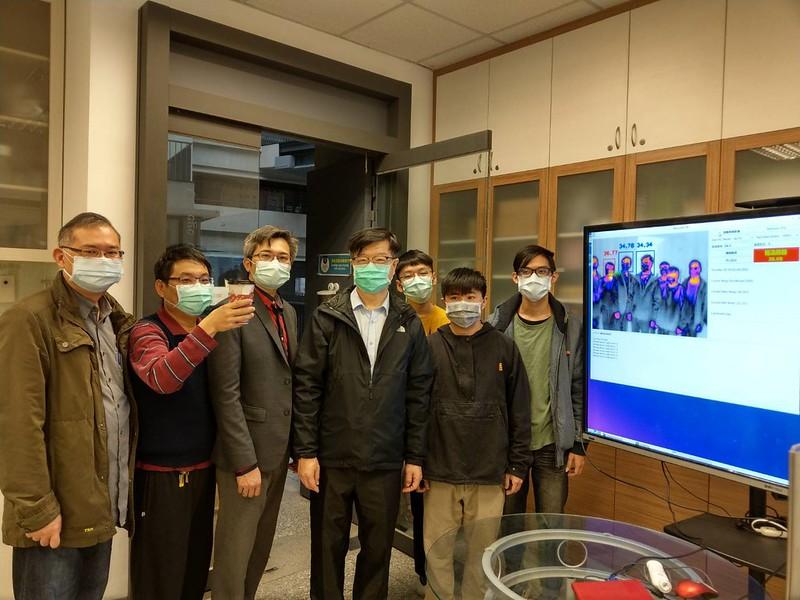 元智電通學院師生自行研發YZU-ECE遠距體溫監測儀