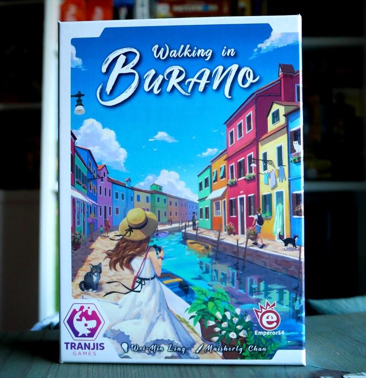 WALKING IN BURANO CAJA
