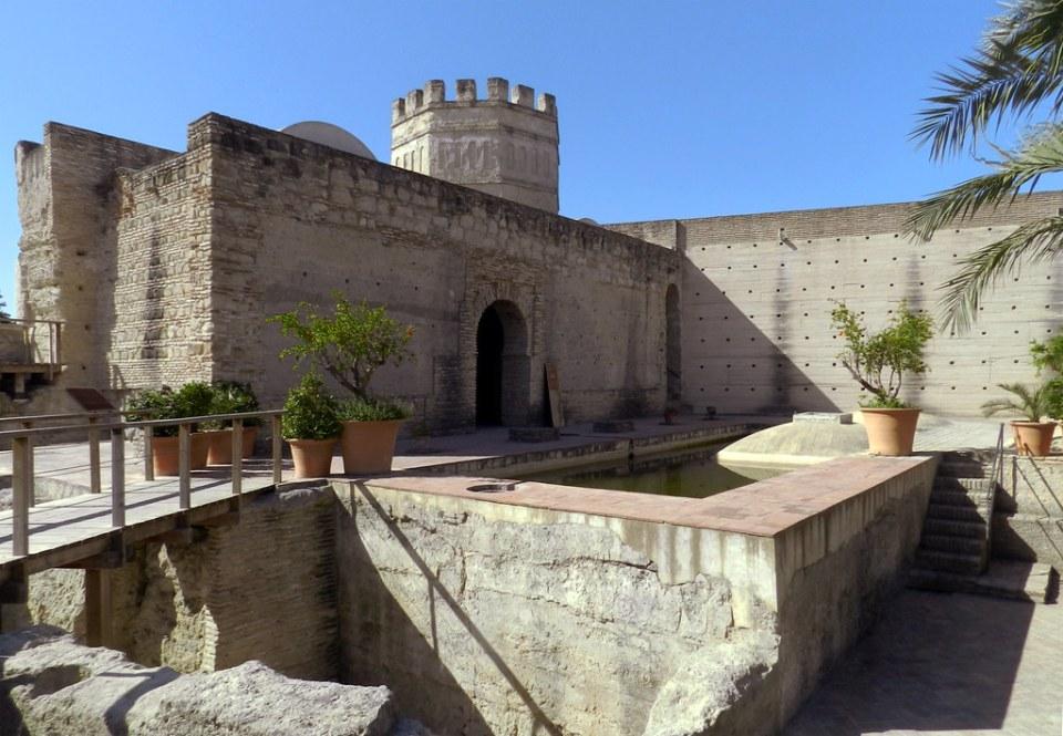 alberca y exterior de Pabellon Real o Patio de Doña Blanca Alcazar de Jerez de la Frontera Cadiz