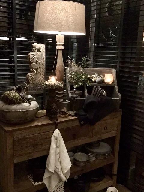 Sidetable hout balusterlamp gruttersbak kruik ornament