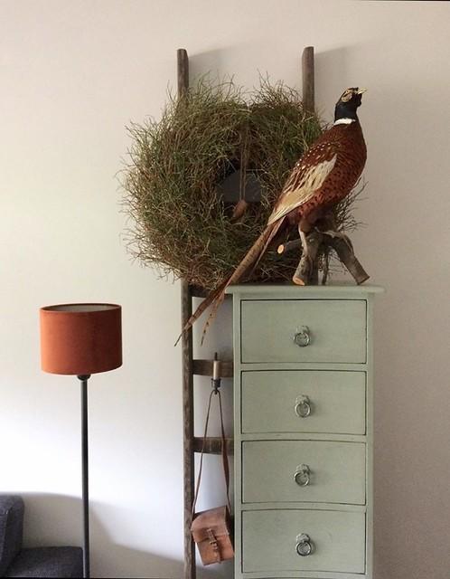 Mintgroen ladekastje vloerlamp met oranje velours kap