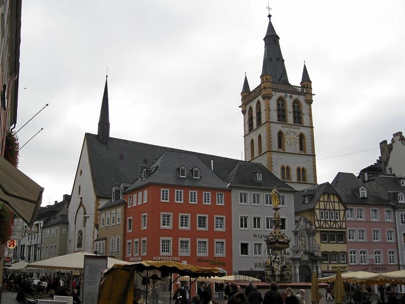 IMG_2187 Trier Hauptmarkt met Sankt Gangolf