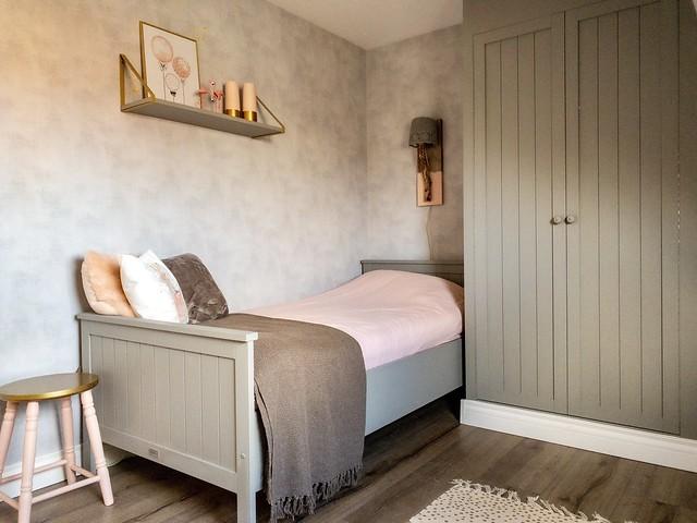 Groen houten bed meisjeskamer landelijk