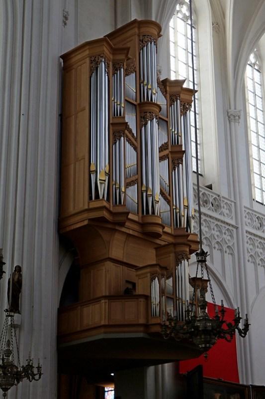 IMG_0314  Antwerpen kathedraal Metzler Orgel