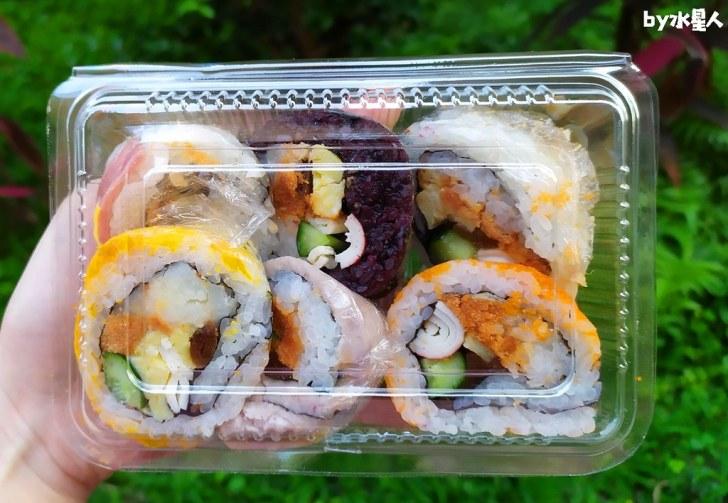 49808833772 a0312cd1d4 b - 隱藏版壽司邊一盒20元!大隆路黃昏市場排隊美食,用料滿滿口味多