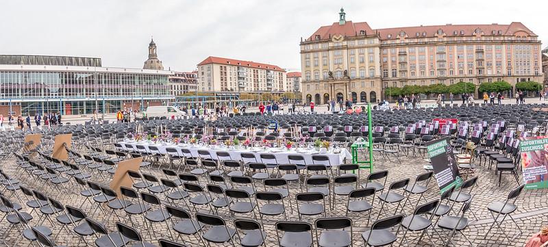 Leere Stühle auf dem Altmarkt