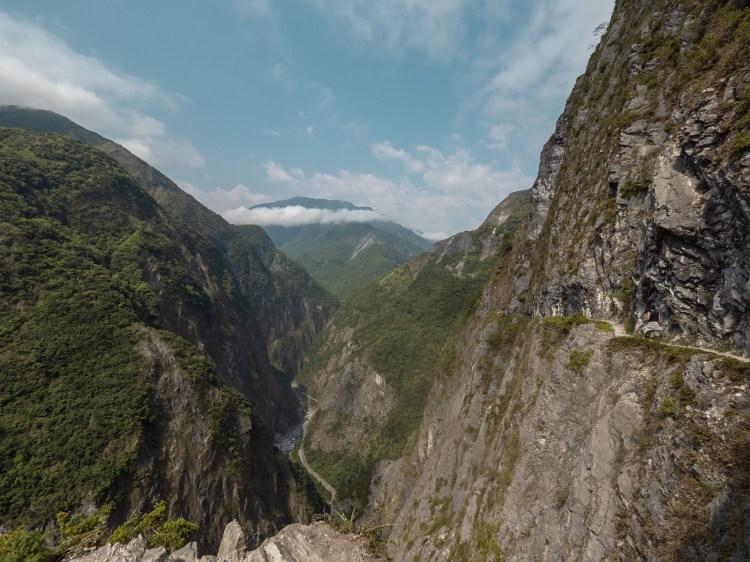 花蓮秘境 太魯閣必訪景點,錐麓古道,遼闊的峽谷一眼望穿,如果有懼高症就不建議前往,需提前申請