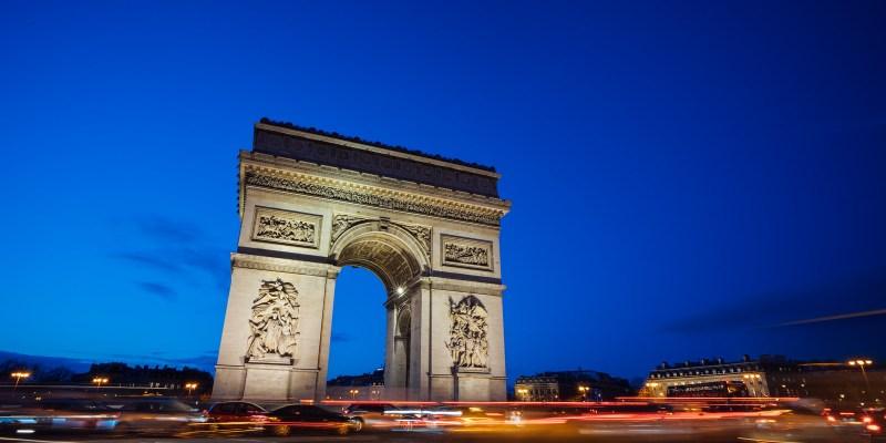 法國巴黎景點|來拍巴黎鐵塔吧,沒站在巴黎凱旋門上看過夜景,怎能說你來過凱旋門,一生必來一次的夜景,巴黎凱旋門