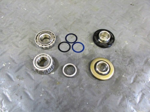 Rear Wheel Bearing Preload Used Three 0.05 mm Shims-(Bottom Right)Right Rear Grease Seal and Top Hat Are Different