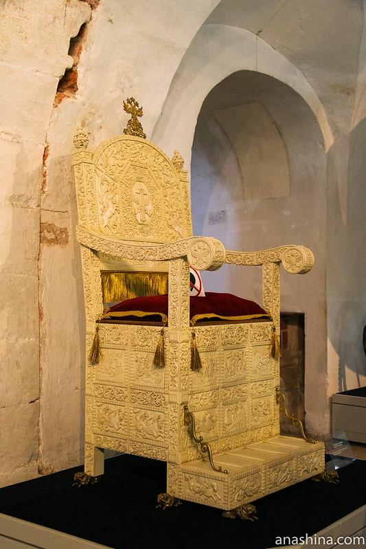 Резной трон Ивана Грозного, Александровский кремль, Свято-Успенский женский монастырь, Александров, Государев двор